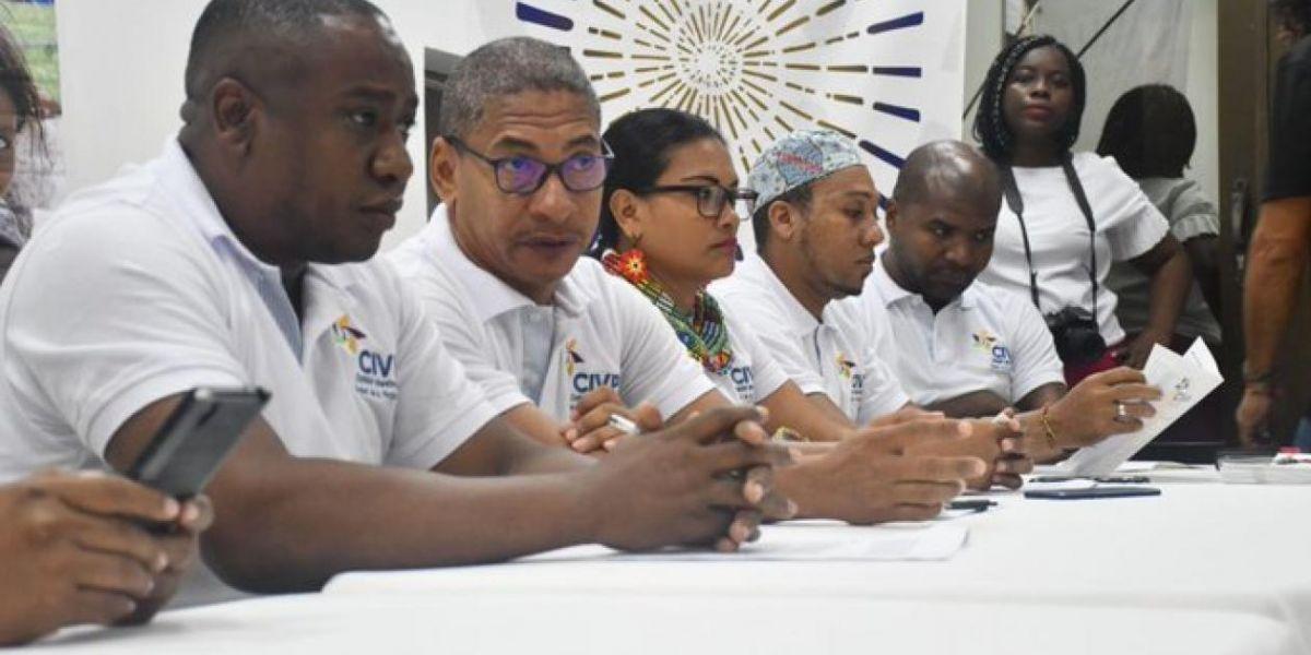 Leyner Palacios (izquierda), líder social de Bojayá, Chocó.