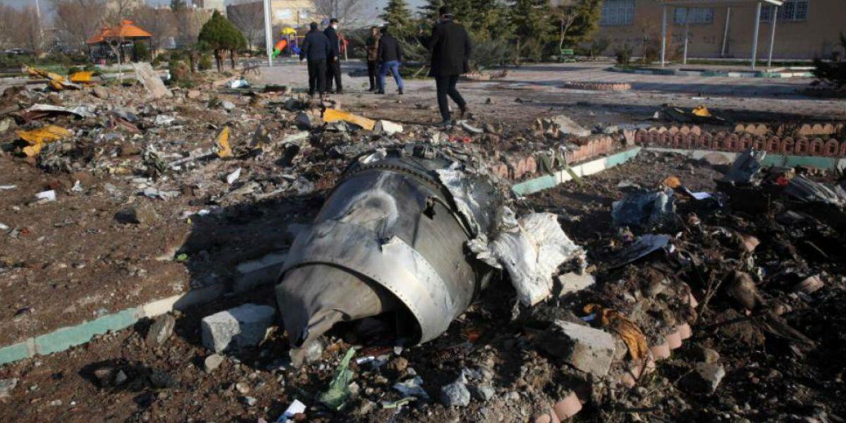 Restos del avión ucraniano.