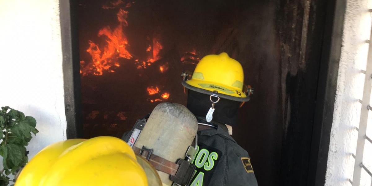 Incendio en Gaira fue atendido por los Bomberos de Santa Marta.