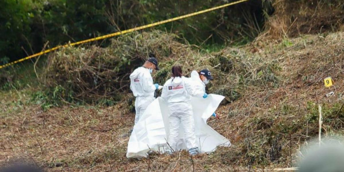 El cuerpo de la víctima fue hallado en una zona boscosa entre los municipios de Caldas y La Estrella, al sur del Valle de Aburrá.