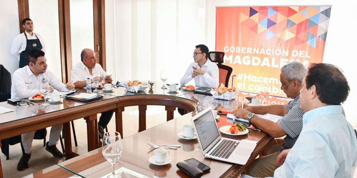 Caicedo se reunió con el rector de la Unad, Jaime Leal.