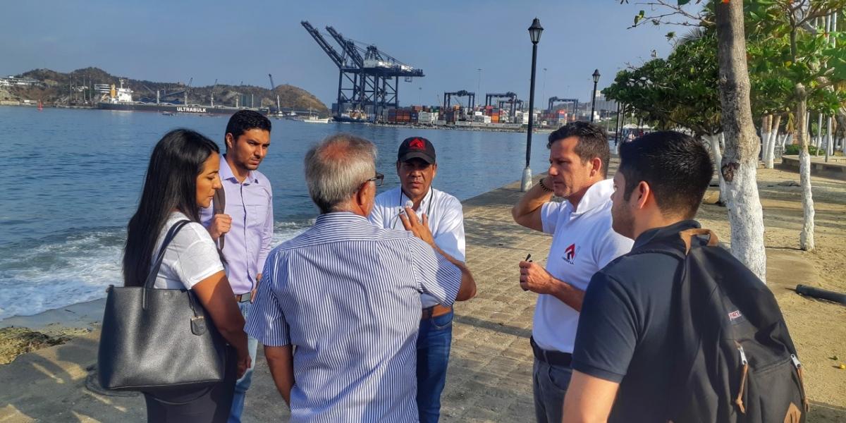 La renovación del Camellón de la Bahía contempla la intervención de 28.000 metros cuadrados, que incluyen la adecuación del paseo de playa y recuperación del espacio público.