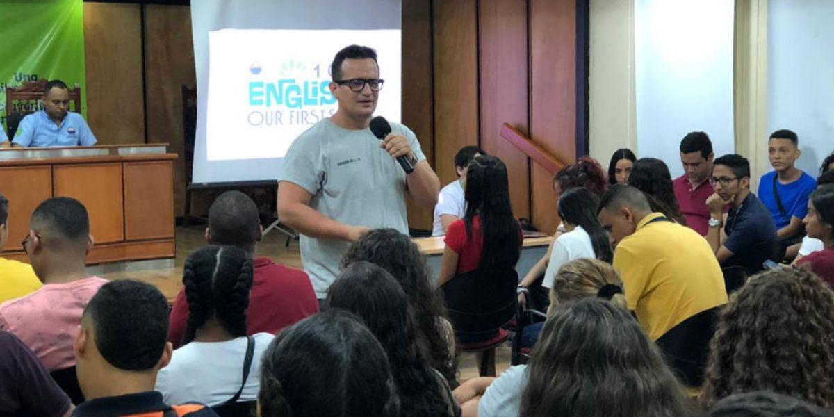 El equipo de English 101 trabaja a través de un proceso de evaluación diagnóstica y prácticas de herramientas que ayudan a alcanzar logros y habilidades en el inglés.