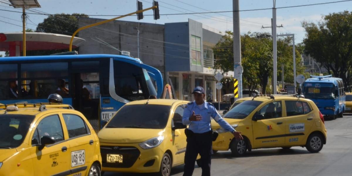 Los agentes de tránsito del Distrito se encargaron de regular la movilidad.