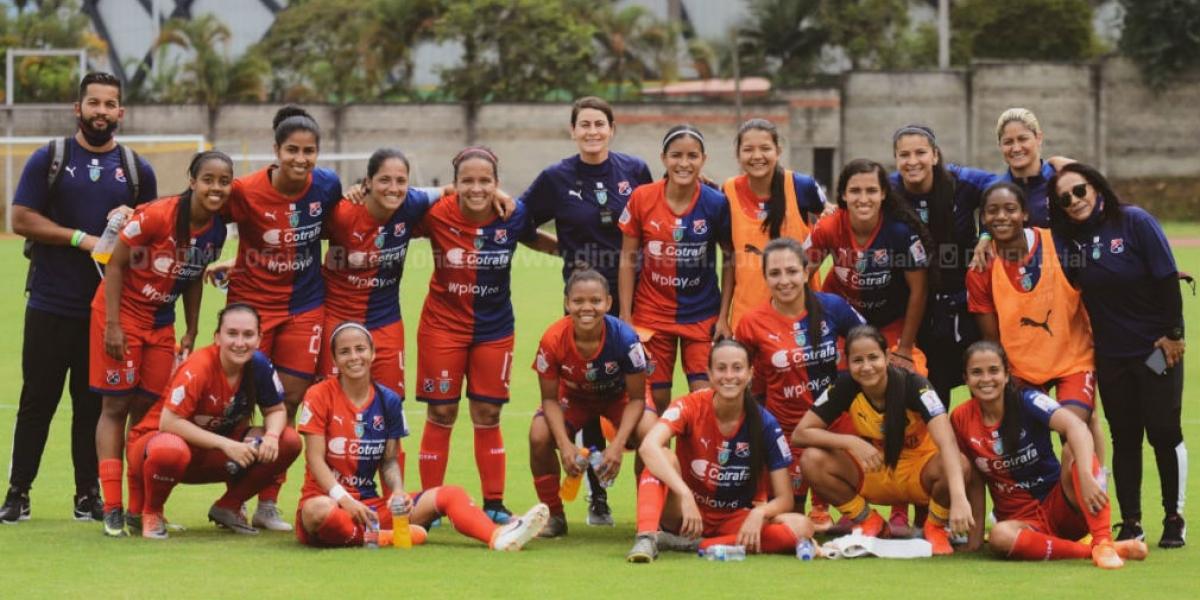 DIM - Formas Íntimas, equipo de Valeria Candanoza.
