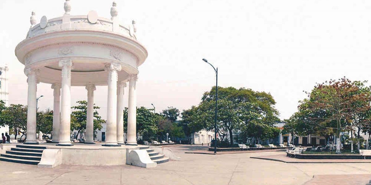 Cierre de la Plaza Centenario, malecón turístico, plazas públicas, parques y canchas deportivas.
