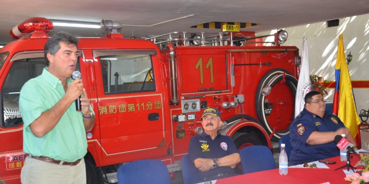 El camión, de origen japonés, fue entregado por el presidente del Grupo Daabon, Manuel Julián Dávila.