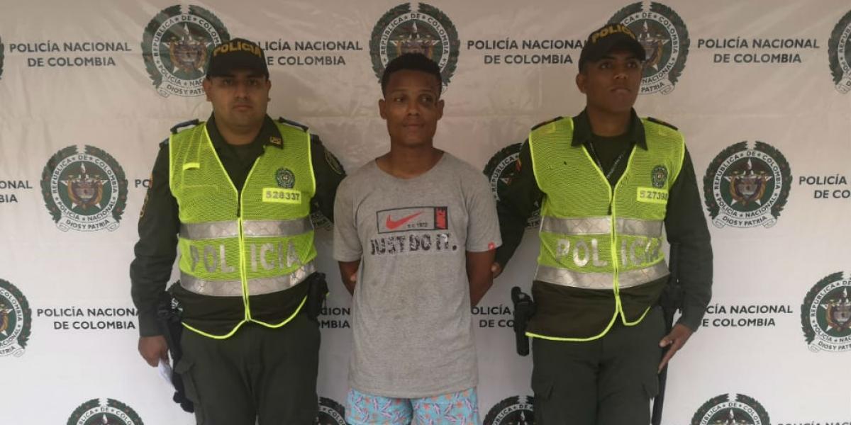 Coronado Arrieta fue trasladado hasta las instalaciones de la Fiscalía Uri de Ciénaga Magdalena, donde fue judicializado por el delito de violencia intrafamiliar.