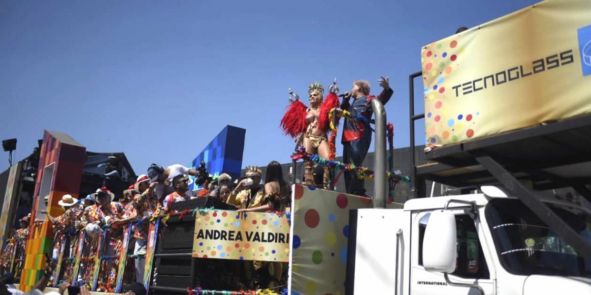 En el tráiler de la Ventana al Mundo iba Gente de Zona, Carlos Vives y la modelo Andrea Valdiri.