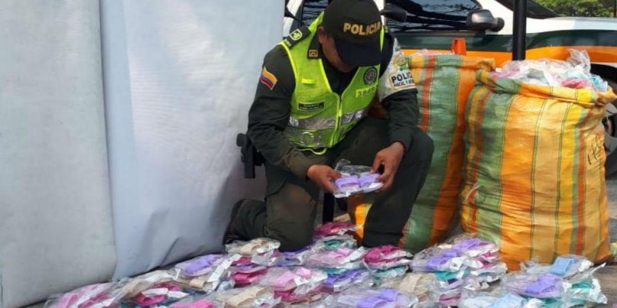 Parte de la mercancía incautada por las autoridades.