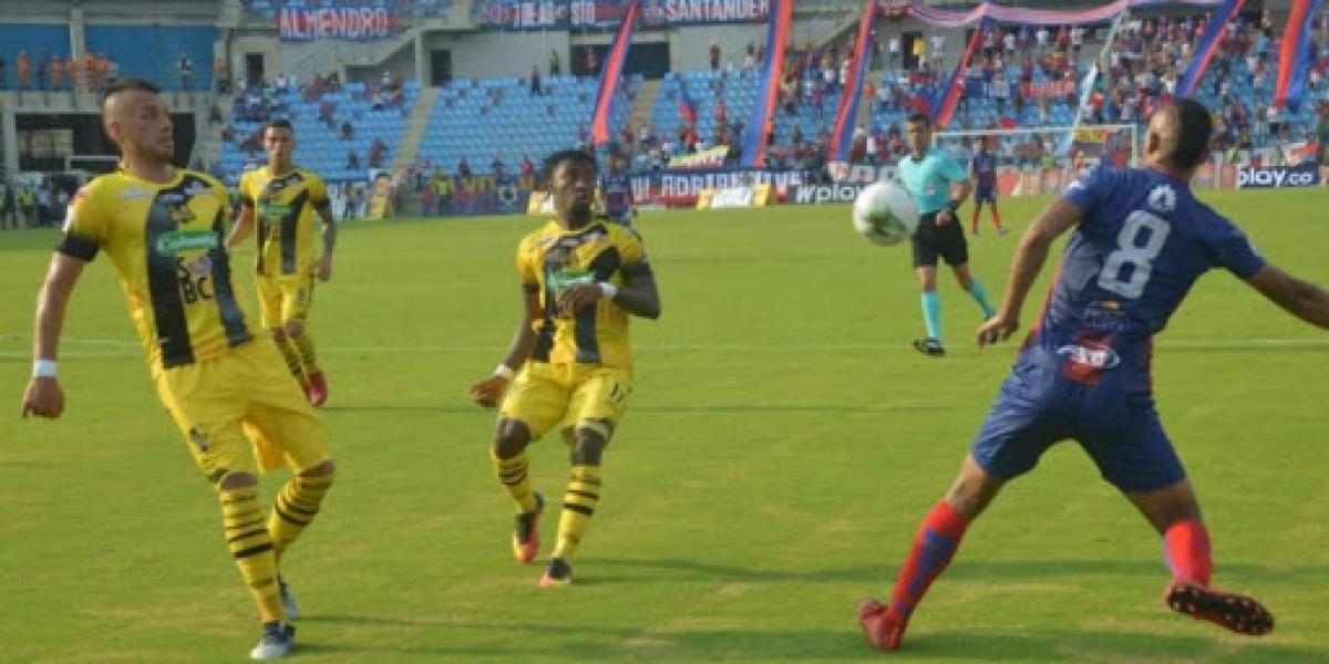 Las entidades trabajarán en establecer protocolos con el Ministerio de Salud para reanudar los torneos de fútbol profesional.