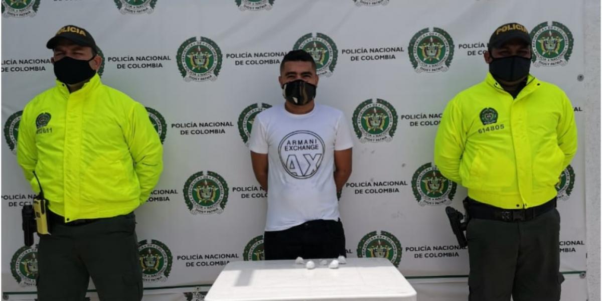 las autoridades capturaron a alias 'Rodolfito', así mismo la incautación de 400 dosis de clorhidrato de cocaína.