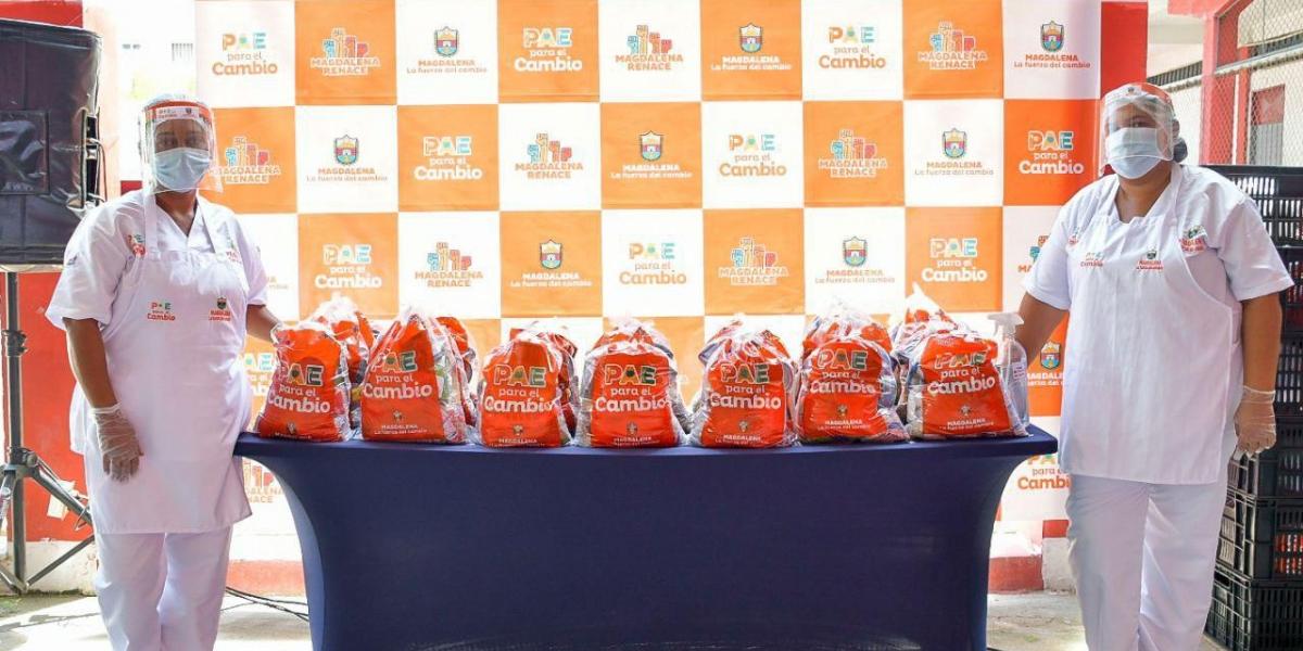 Los primeros 220 suministros alimenticios fueron entregados el lunes en el municipio de Plato, en la Institución Educativa Departamental Juan Arias de Benavides.