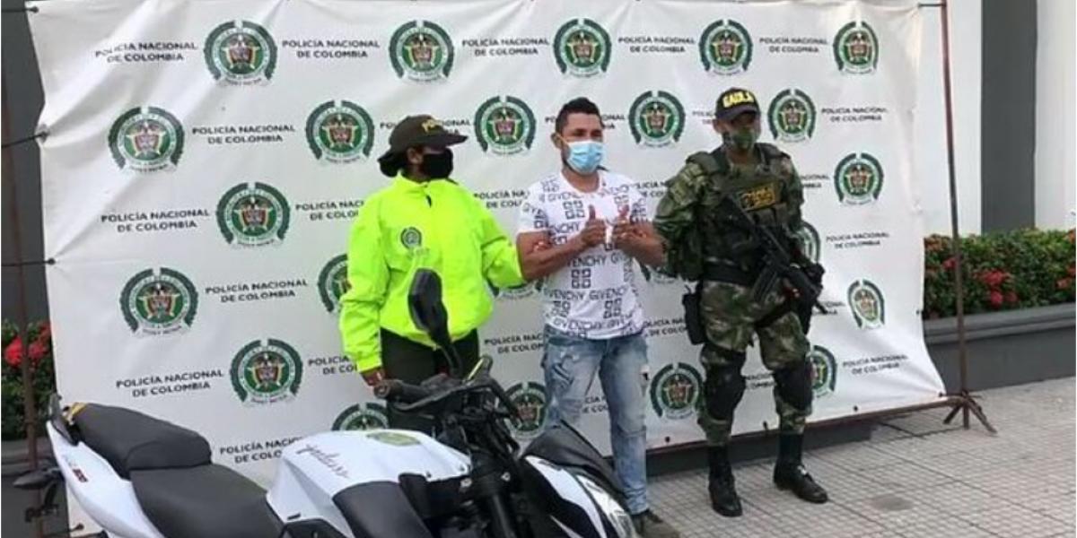 Roberto Antonio Álvarez Santamaría, alias 'Cachaco Loco' o 'El Gota'.