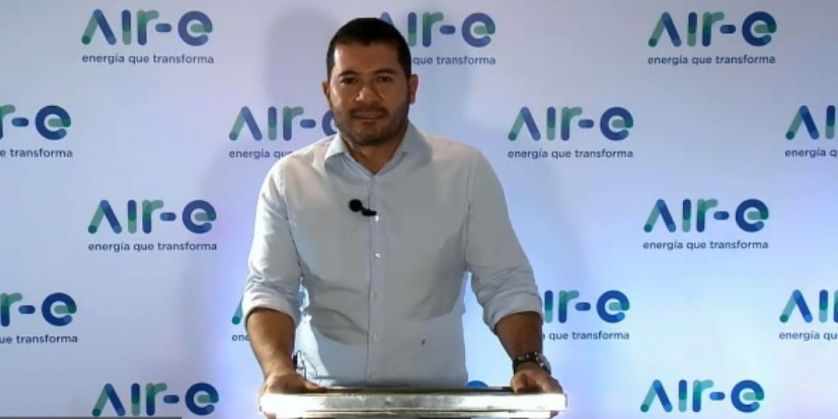 Jhon Jairo Toro, gerente de Air-e, en rueda de prensa con medios de comunicación.