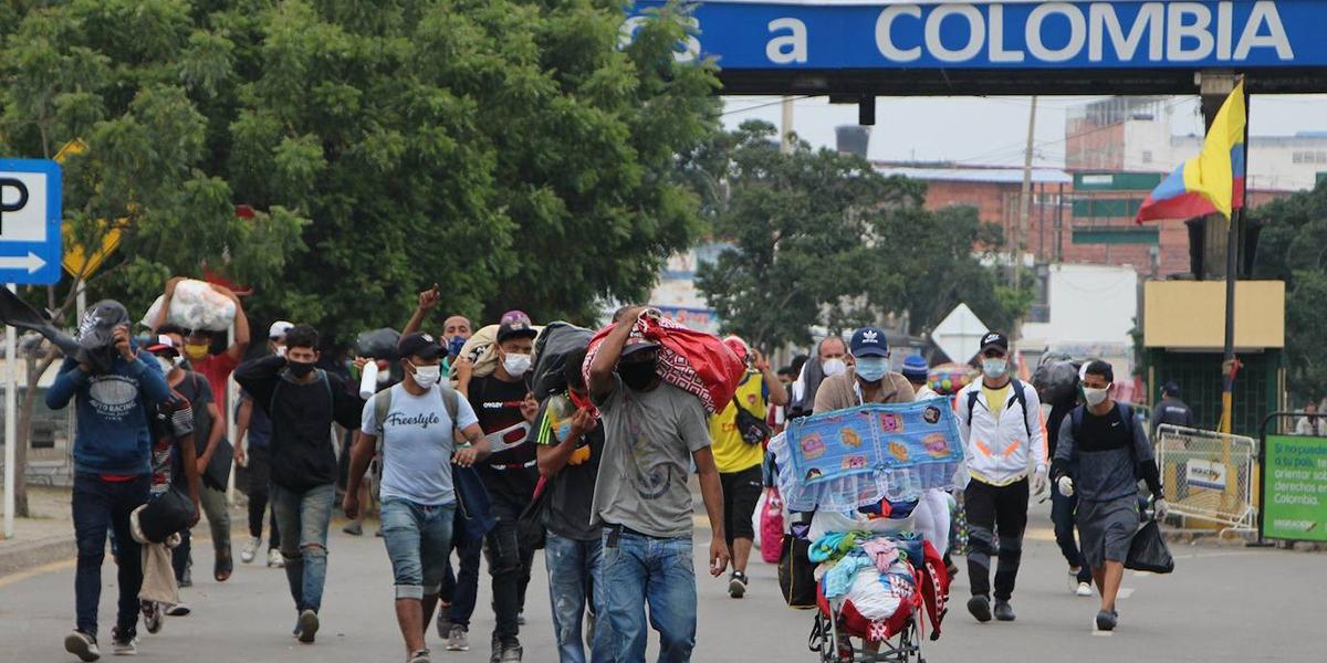 Más de 1.6 millones de venezolanos han decidido radicarse en Colombia, muchos de ellos huyendo de su gobierno.