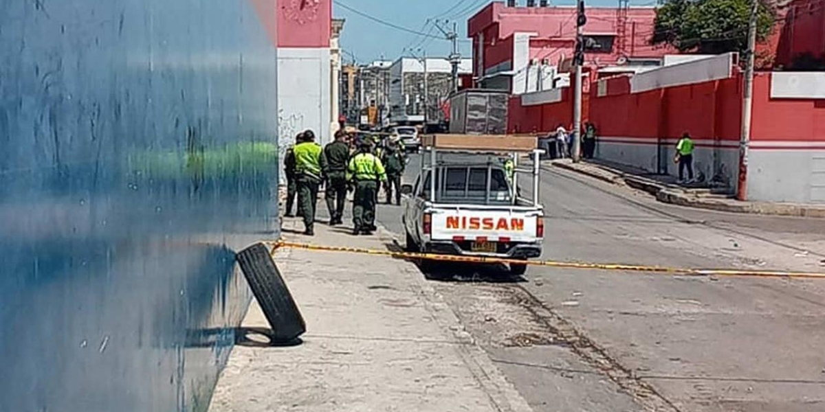 El artefacto explosivo habría sido lanzado con el claro propósito de evadirse de la patrulla.