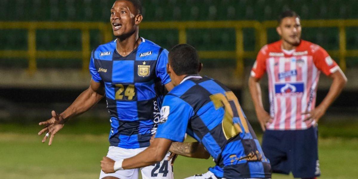Brayan Moreno celebra tras anotar el primer gol de la noche.