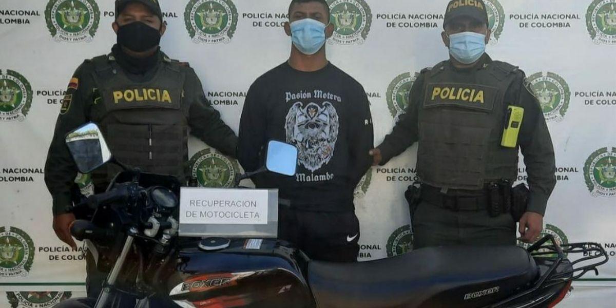El sujeto deberá responder por qué tenía una moto robada.