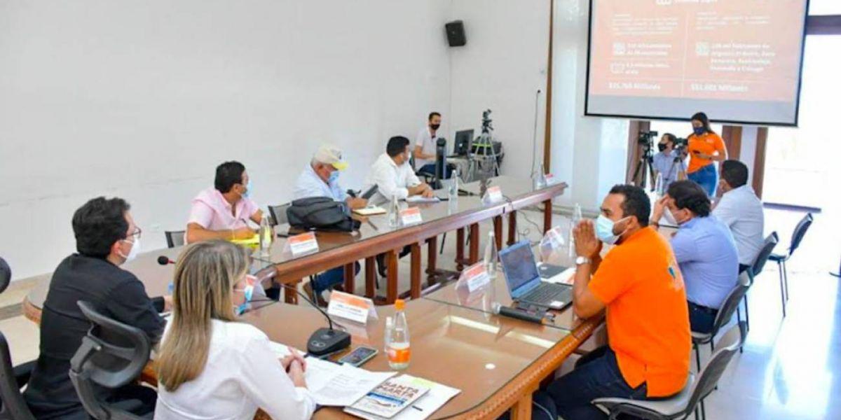 Gobernación y alcaldes de la mesa de regalías concertan proyectos.