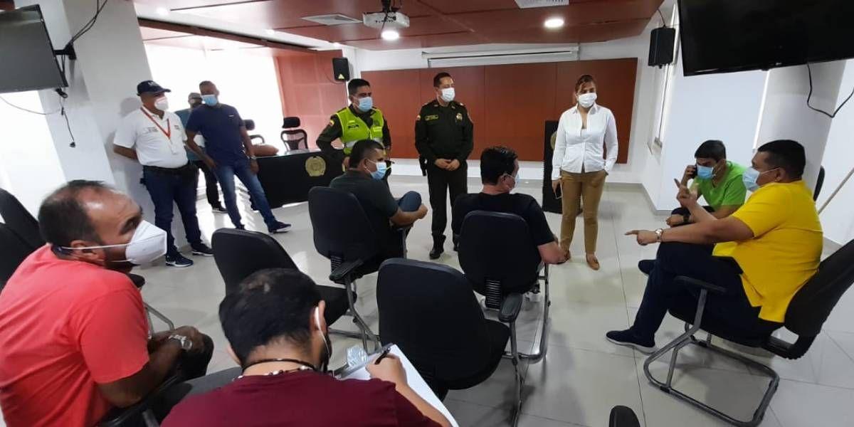 Reunión previa entre los transportadores y las autoridades distritales.