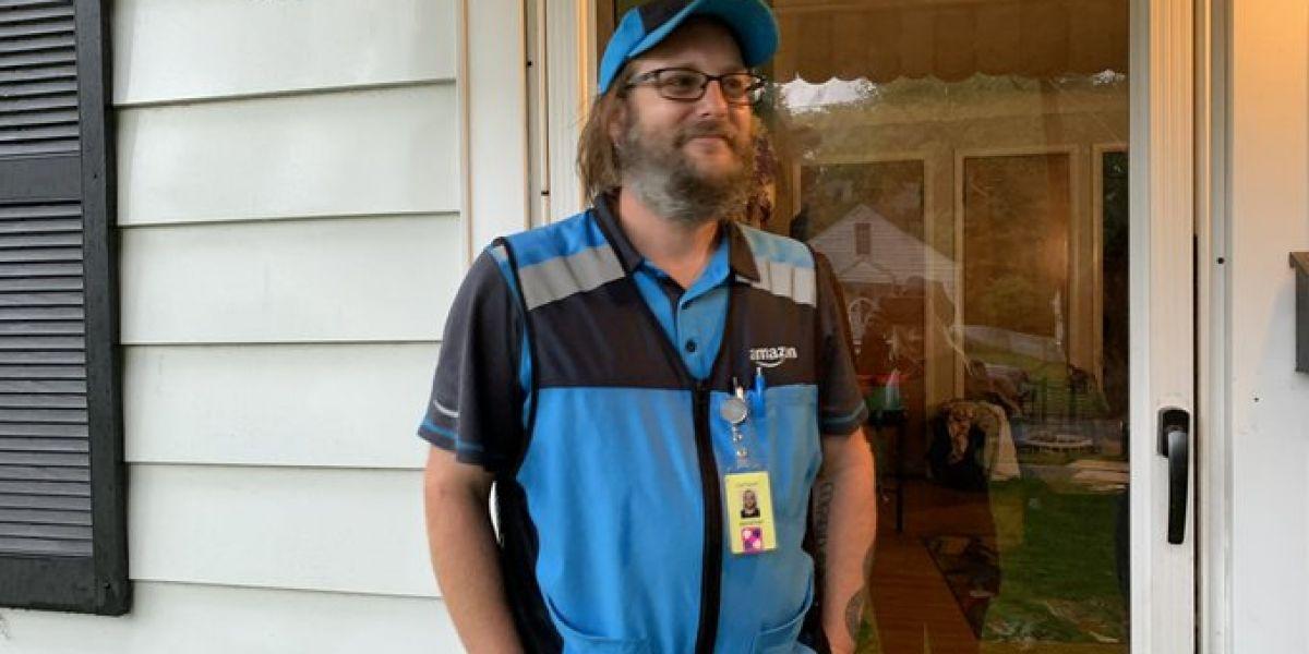 Él es Jonathan Carlyle, el ganador de un millón de dólares en la ciudad de Toledo, Ohio.
