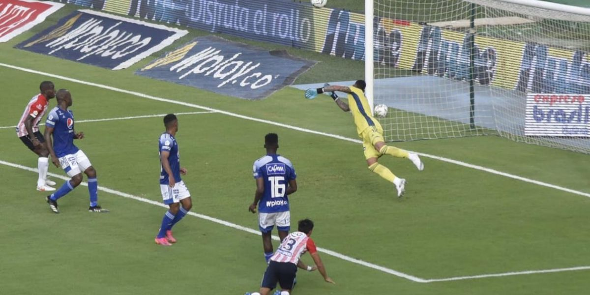 Cabezazo de Fabián Sambueza para el 3-1.