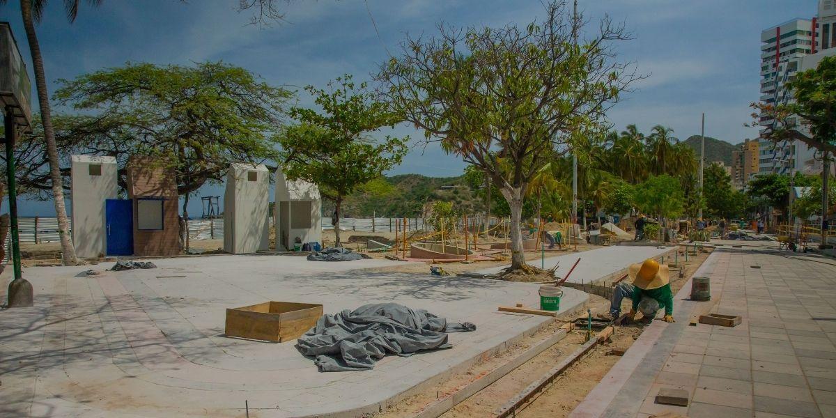 Remodelación en el camellón de El Rodadero