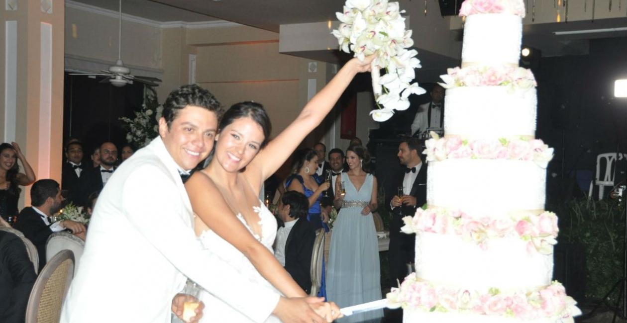 Los novios Jaime Andrés Moreno Mottay y Melissa Mora Martínez.