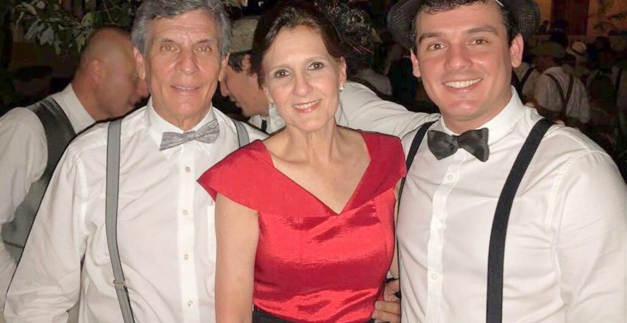La Gobernadora Rosa Cotes, junto a su esposo Francisco Zúñiga y otro familiar.
