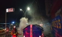 Unidades de los Bomberos de Santa Marta controlaron el incendio.