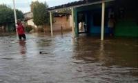 Aún es incontable el número de afectados por el desbordamiento del río.