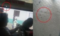 Una bala impactó en uno de los vidrios del bus y dentro del vehículo quedaron manchas de sangre.
