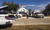 Imagen de televisión afuera del lugar del tiroteo en Sutherland Springs, Texas.