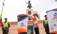 Fuego Bolivariano arde en Barranquilla, frente a la estatua de Simón Bolívar