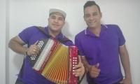 Con el acordeón, Luis Guillermo de la Hoz. A la derecha Fawell Solano