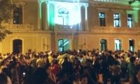 Decenas de personas se dieron cita para apoyar al alcalde.