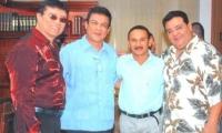 Los homenajeados de la noche de gala en los Premios Luna: Bobby Cruz, Fausto Pérez y Richie Ray. Con ellos, Alfredo Gutiérrez, segundo de la izquierda.