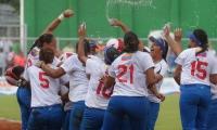 Selección venezolana de softbol, celebrando el paso a la final.