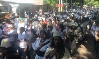 Indígenas marchan por las calles de Valledupar.