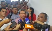 Rafael Martínez, dando declaraciones a los medios después de salir libre.