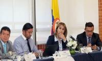 La Ministra de Trabajo en una reunión de concertación salarial.