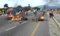 Bloqueos en la vía Santa Marta - Ciénaga.