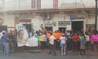 Hasta las afueras de la Procuraduría llegaron los simpatizantes de Martínez para mostrarle su respaldo.
