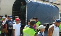 Comenzó el 'Plan Semáforo' contra los vendedores informales que se ubican en los semáforos.