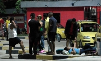 Muchos venezolanos duermen en la Terminal de Transportes.