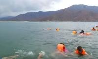 Waikiki es una playa donde los turistas y locales suelen ir a caretear.