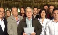 """El expresidente Alvaro Uribe, anunciando la presentación del """"proyecto de jubileo""""."""