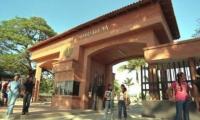 Entrada principal de la Universidad del Magdalena,