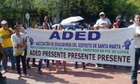 Los docentes realizaron plantón en la entrad de la Alcaldía de Santa Marta.